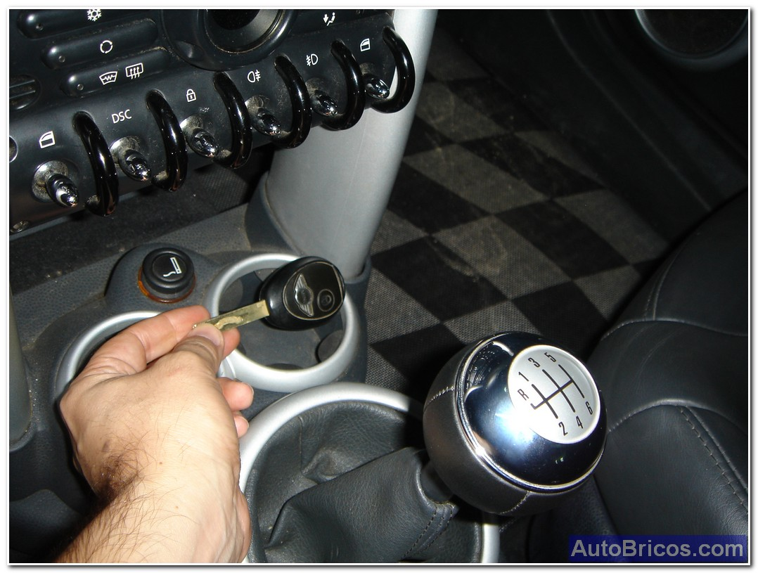 start loosening 2 screws torx there housed in the rear of the 2-spoke steering  wheel, with this release the airbag get this wheel